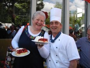 Am 18. Juni kommen Freunde der Erdbeere auf ihre Kosten, wenn am Hotel Steigenberger Conti Hansa in Kiel wieder der längste Erdbeerkuchen Schleswig-Holsteins serviert wird.